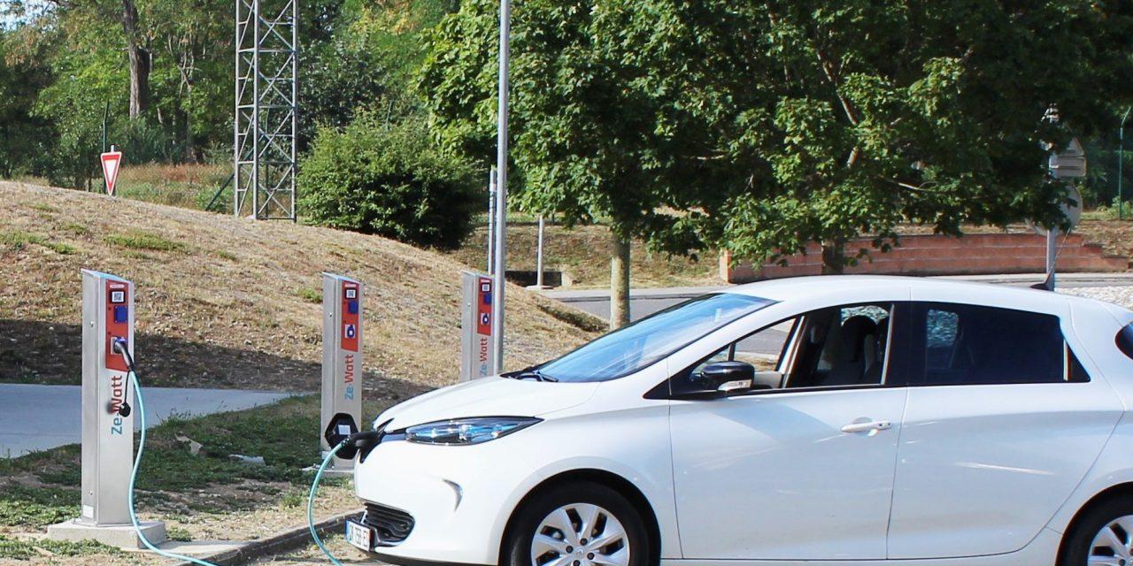 Ze-Watt, un service clef en main d'installation de bornes de recharges électriques en entreprise